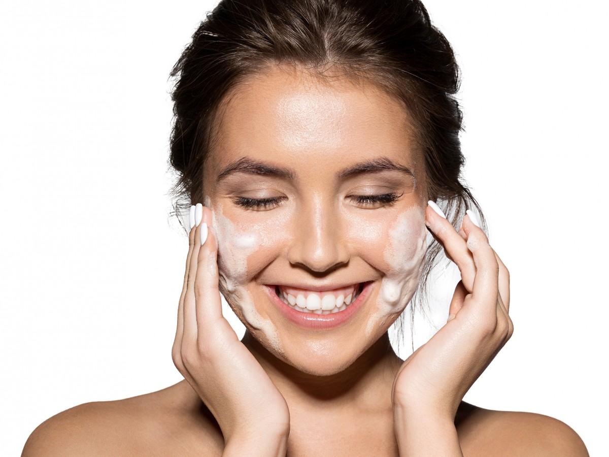 Desmaquíllate para mantener el rostro saludable