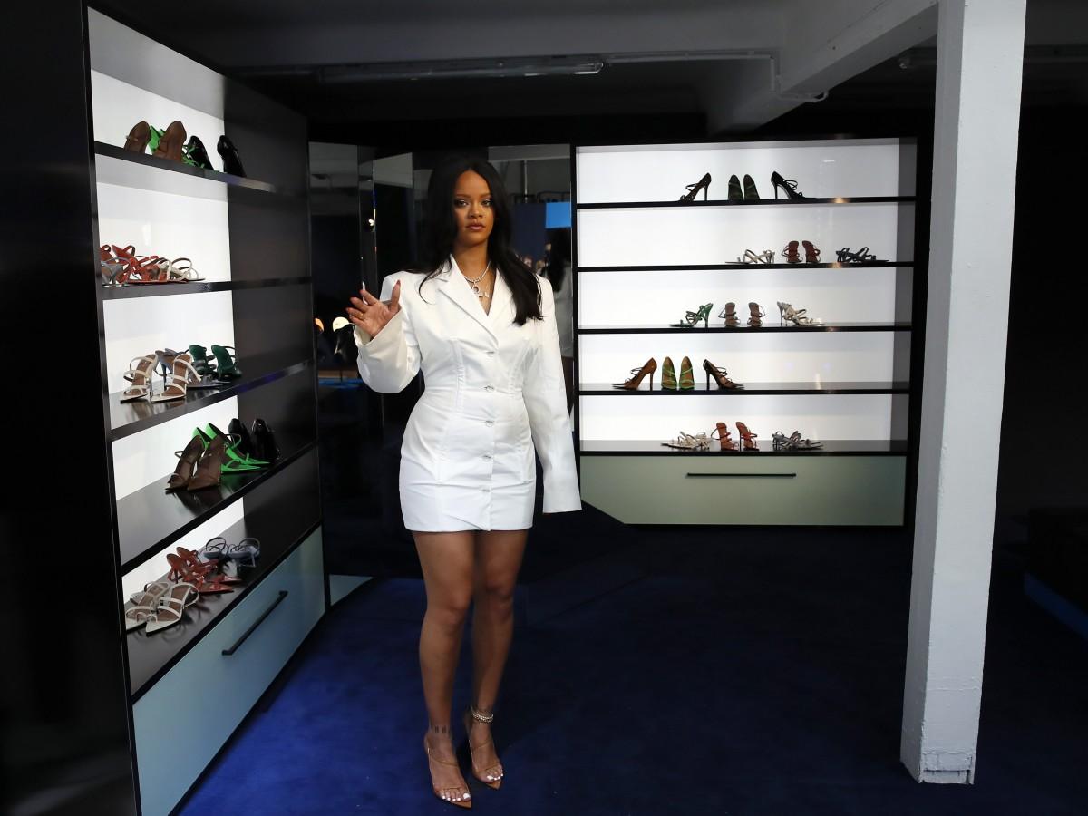 Rihanna hace historia al lanzar marca Fenty en París