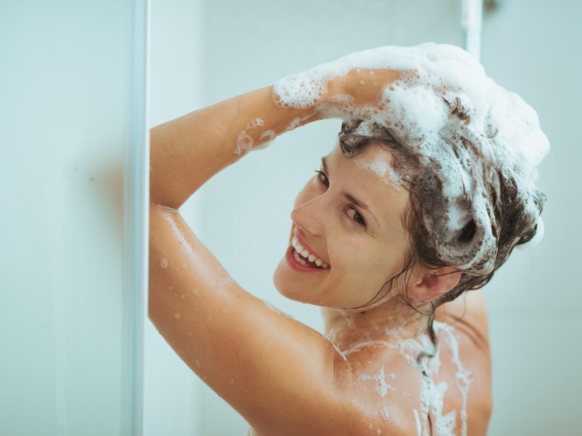Порно фото как женщина моется заставляют