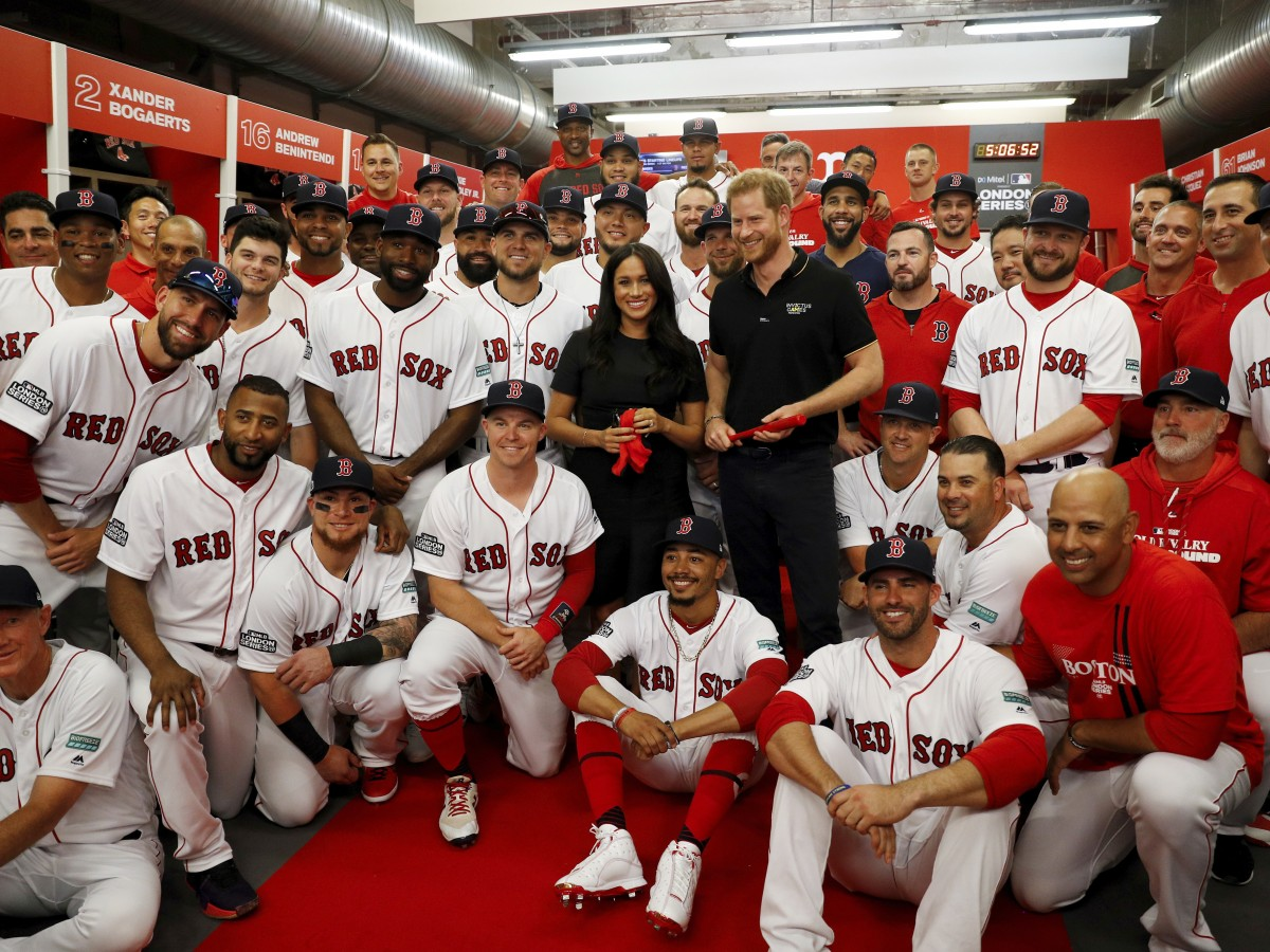 Los duques de Sussex asisten al juego entre los Yankees y los Medias Rojas