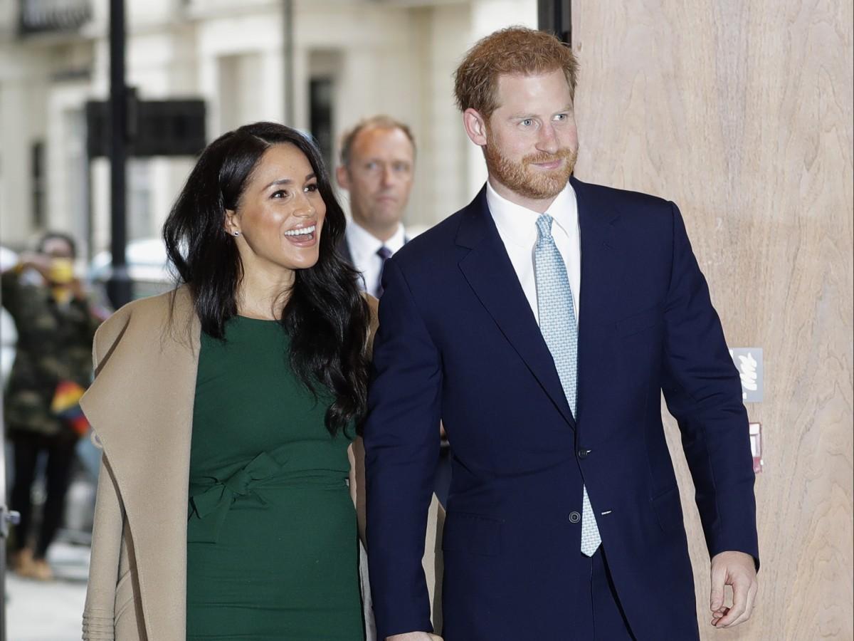 Archie protagoniza postal navideña de Meghan y el príncipe Harry
