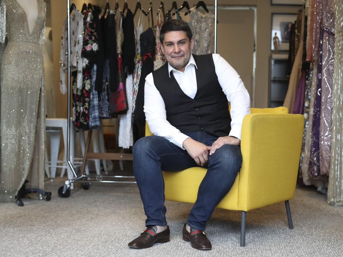 Marcos Carrazana se prepara para su próximo desfile de moda