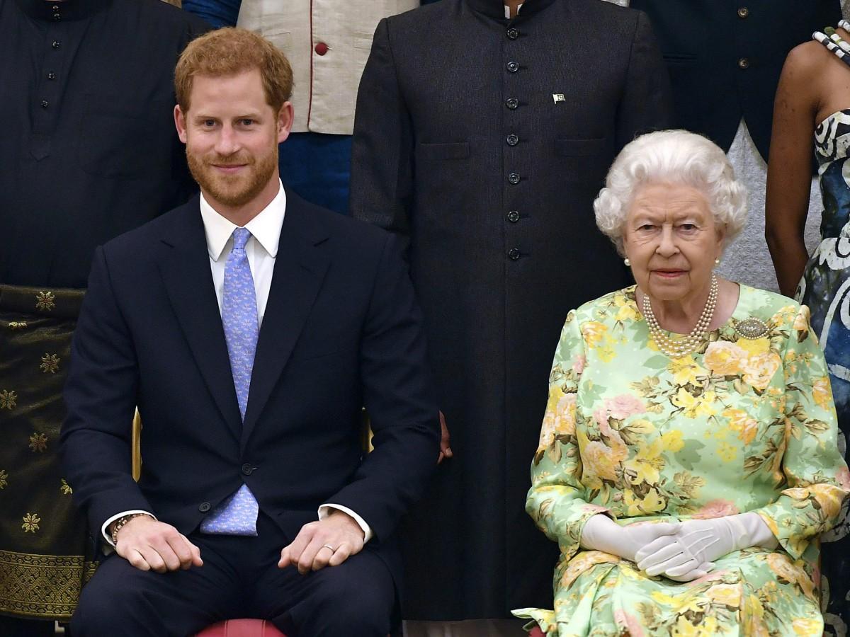 Elizabeth II invita a almorzar al príncipe Harry
