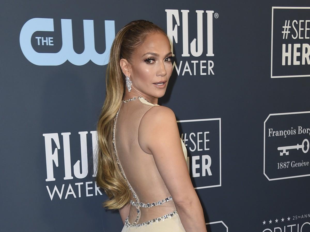 Ya está disponible la línea de belleza Jennifer Lopez