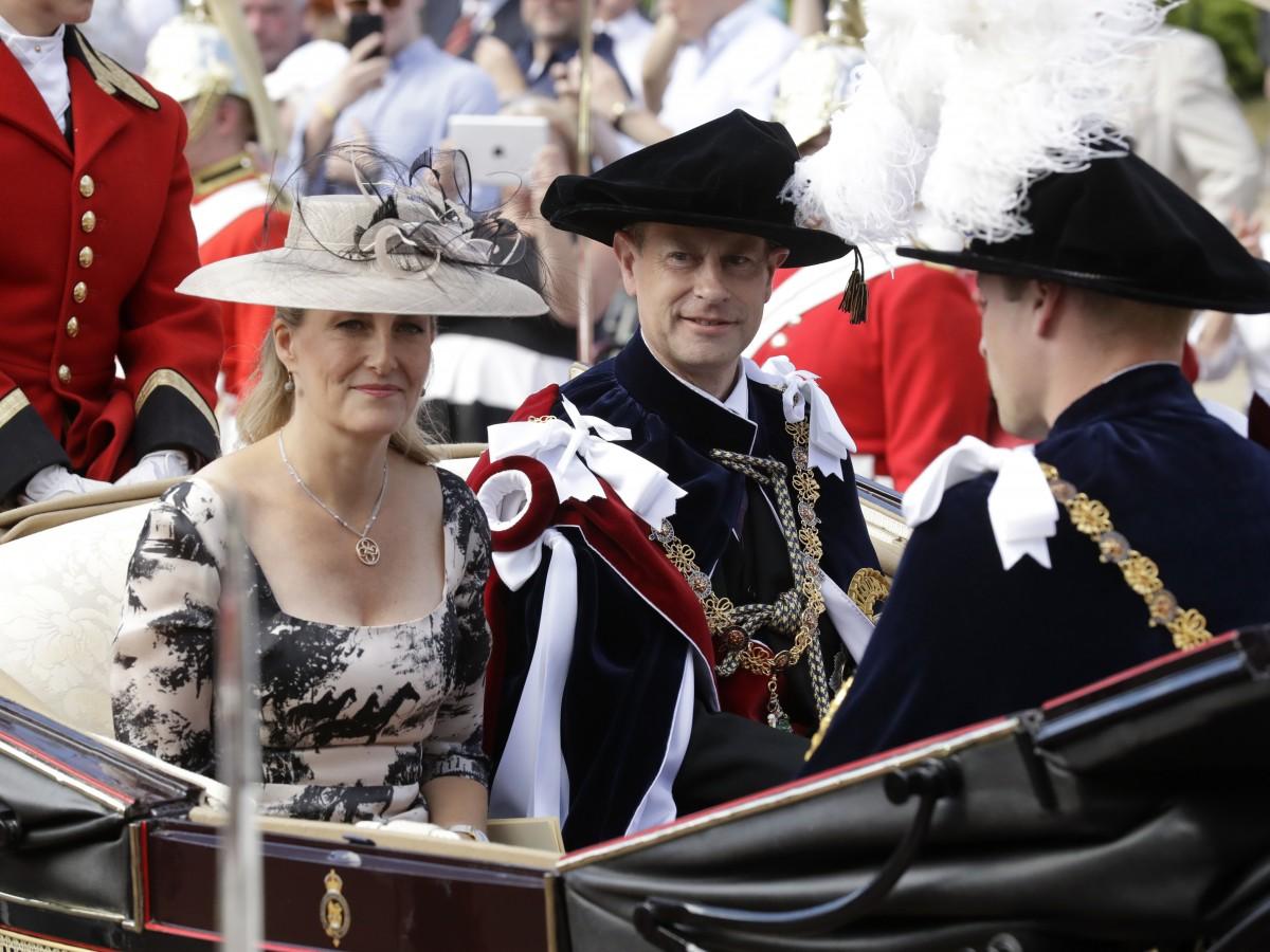Cómo mezclan los príncipes europeos empleos y deberes