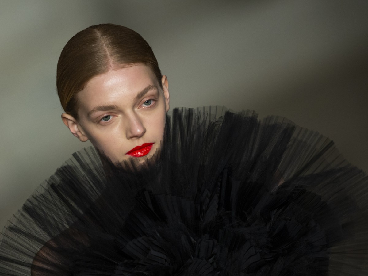 Brillo, color y glamour en la pasarela de Oscar De la Renta