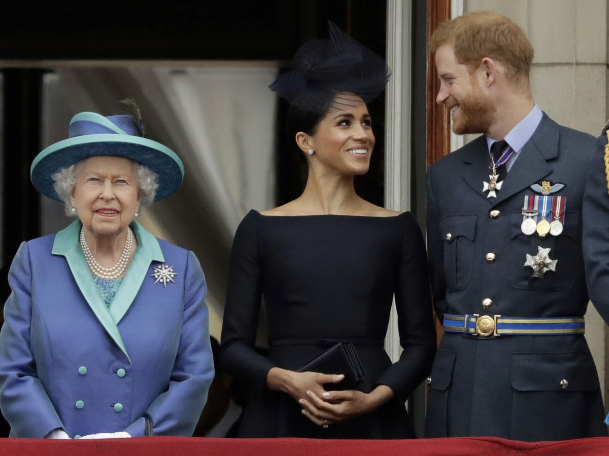 "La reina Elizabeth II prohíbe a Meghan y Harry usar la marca ""Sussex Royal"""