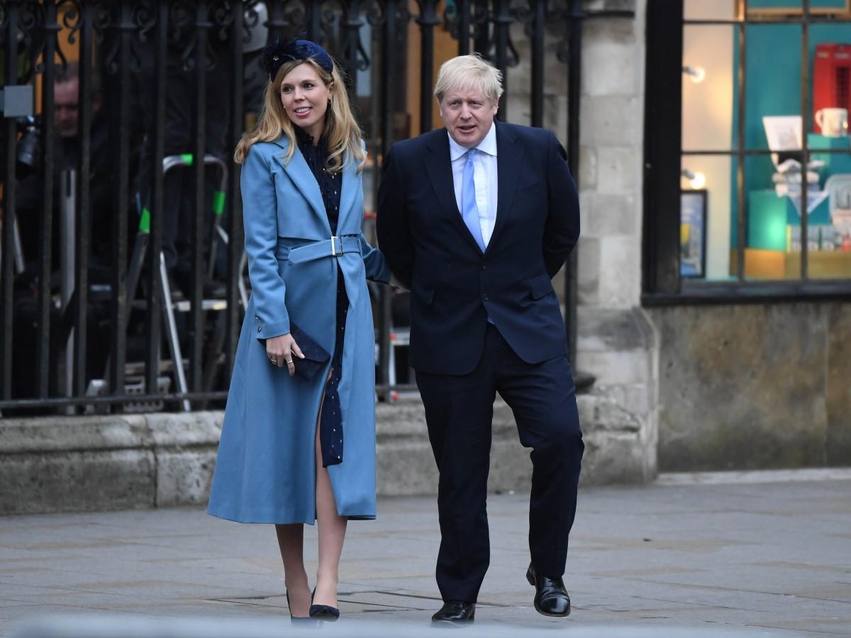 Elizabeth II felicita a Boris Johnson por su nueva paternidad