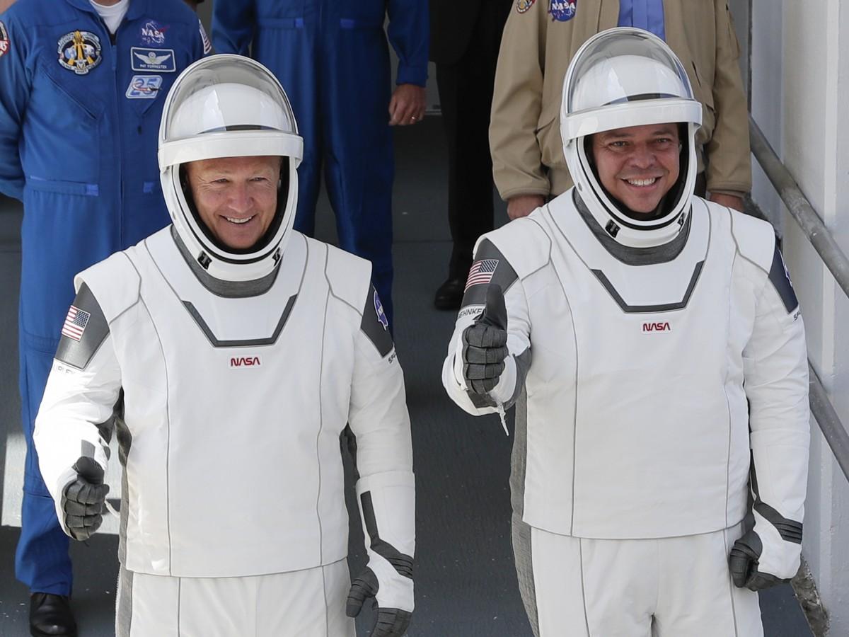 Un latino a cargo del diseño de los trajes utilizados por los astronautas del Crew Dragon