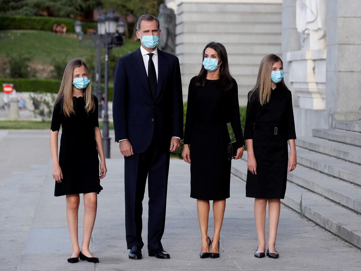Felipe VI, Letizia y sus hijas recuerdan a las víctimas y los héroes de la pandemia