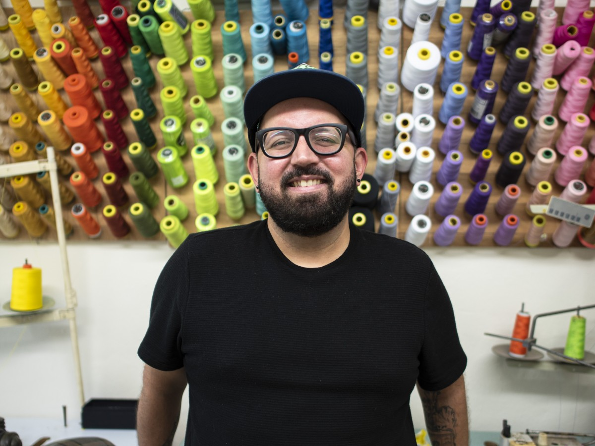 Jaer Cabán se distingue por sus diseños vanguardistas y atrevidos