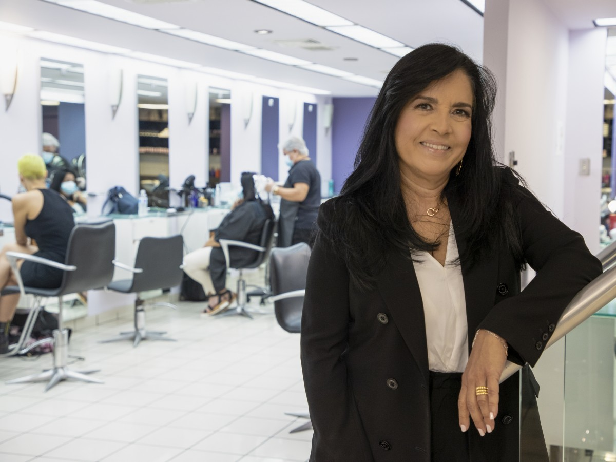 Una empresaria puertorriqueña abre salón de belleza en medio de la pandemia