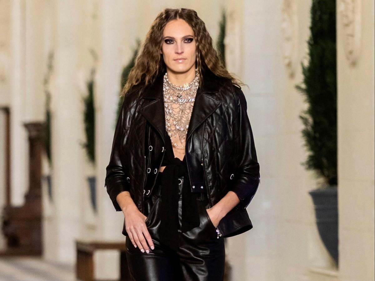 Caballeros, reinas y juego de damas en la pasarela de Chanel