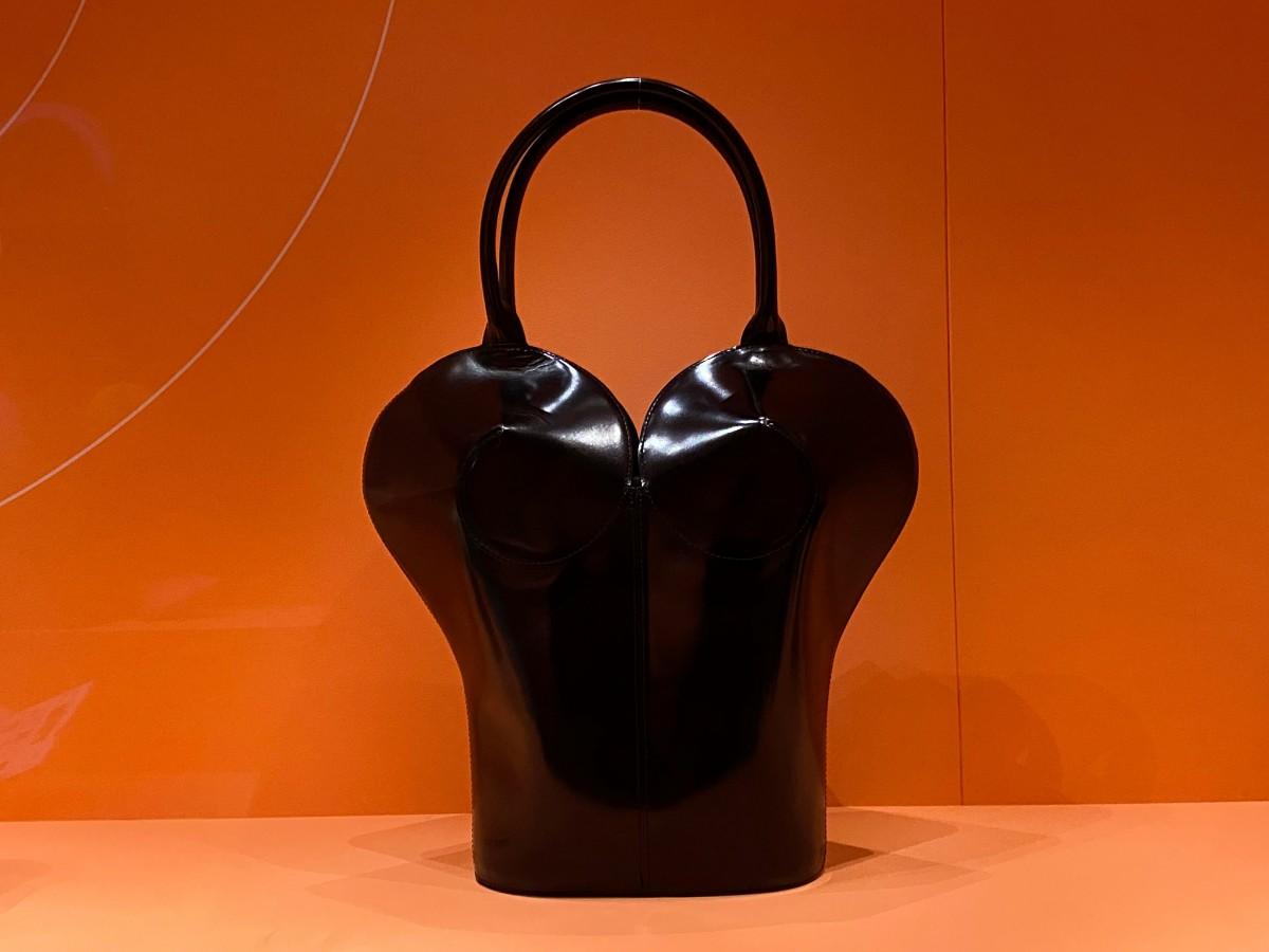 """El Museo Victoria & Albert de Londres presenta la exposición """"Bags: Inside Out"""""""