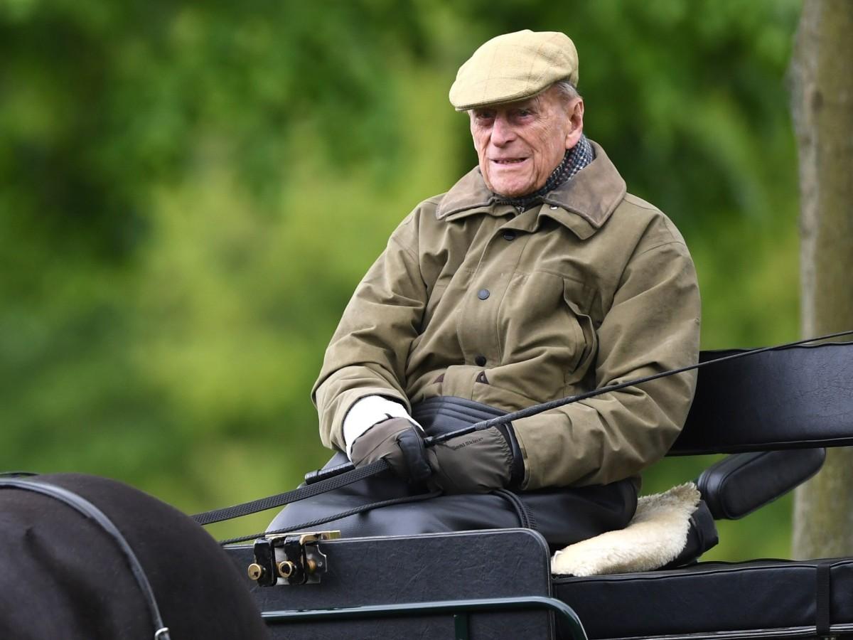 El duque de Edimburgo pasa una segunda noche hospitalizado