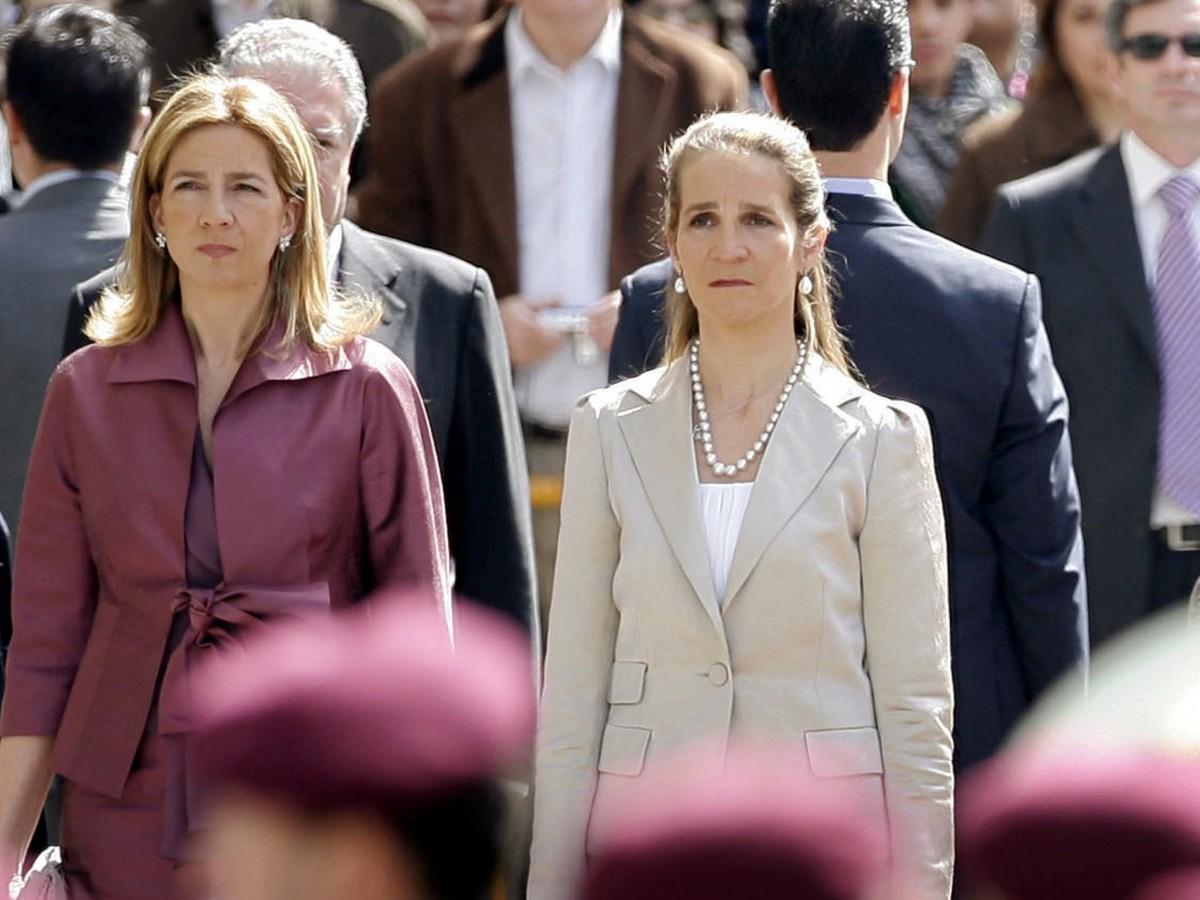 Las hermanas del rey Felipe VI admiten que se vacunaron en Emiratos Árabes