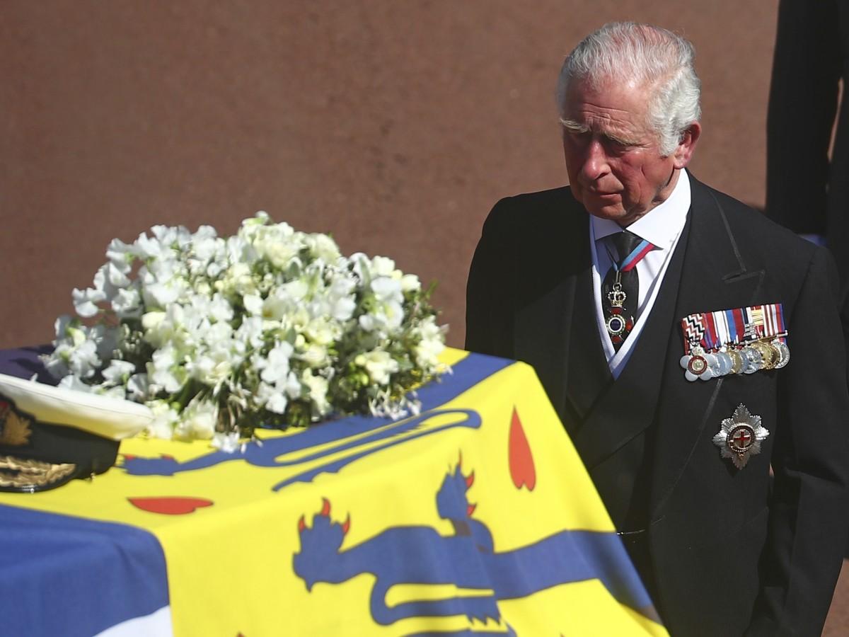 El príncipe Charles genera otra grieta en la familia real con una polémica decisión
