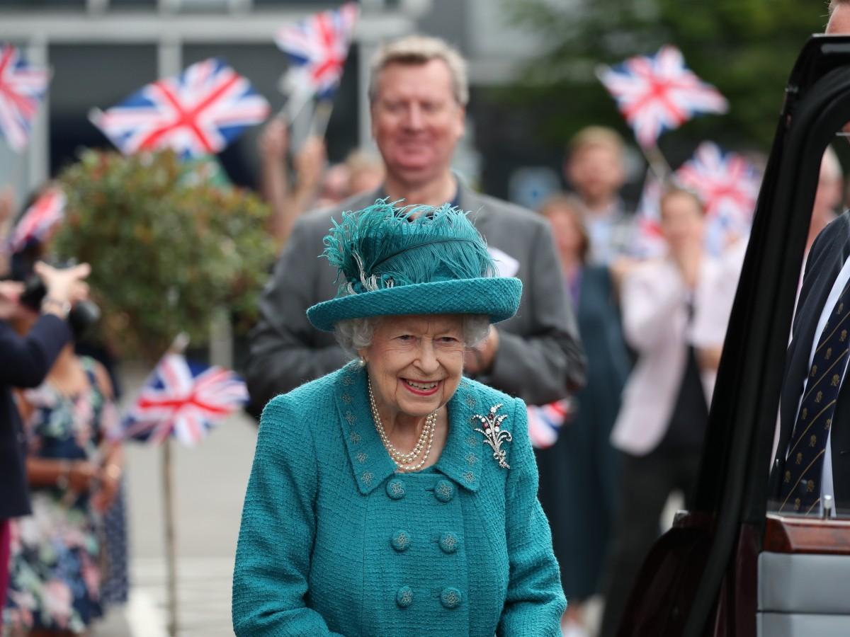 ¿Por qué se ve a la reina Elizabeth tan sonriente a pesar de las últimas desgracias que vivió?