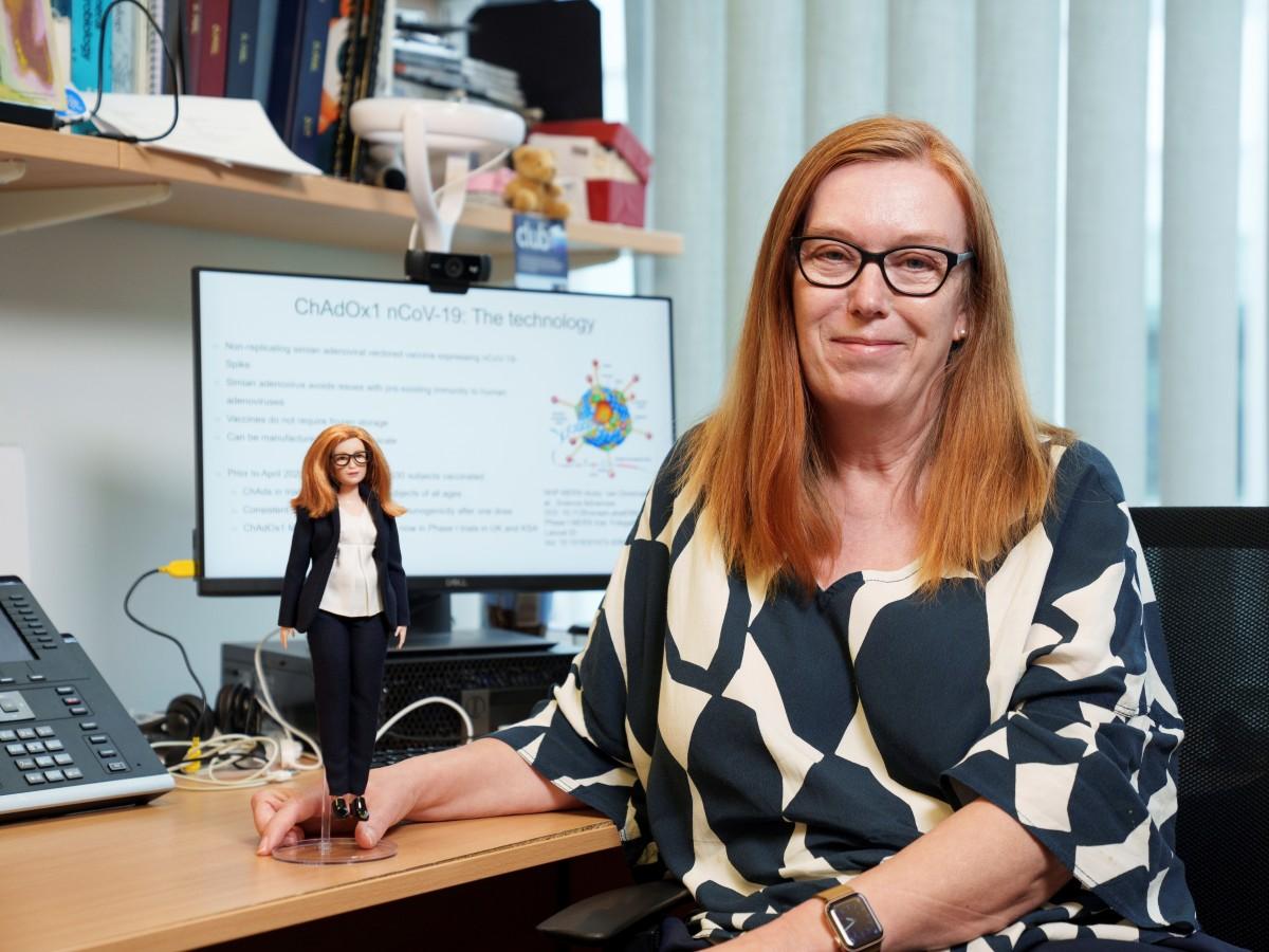 Barbie dedica una muñeca a Sarah Gilbert, creadora de  vacuna contra el COVID-19