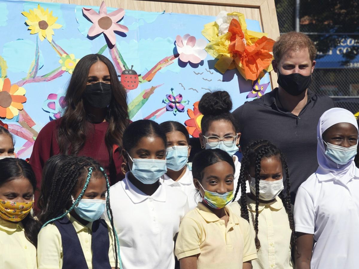 Meghan y Harry visitan a estudiantes en una escuela de Harlem