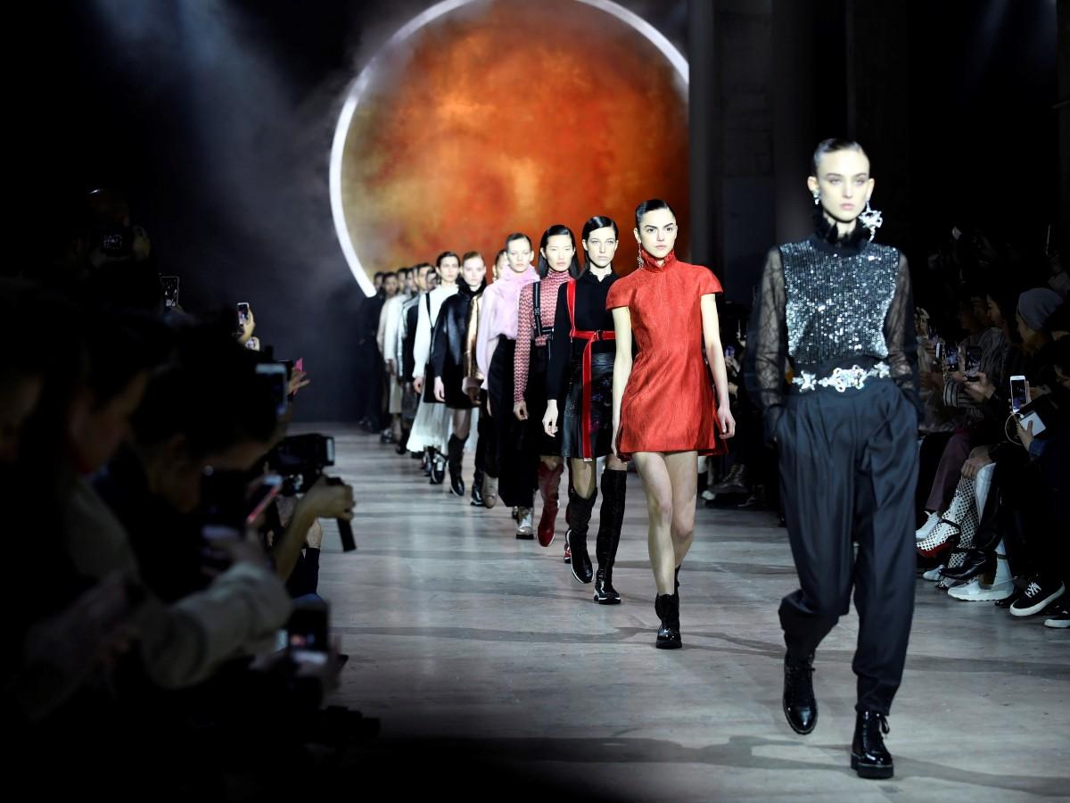 Seis firmas chinas cancelan sus desfiles en París por el coronavirus