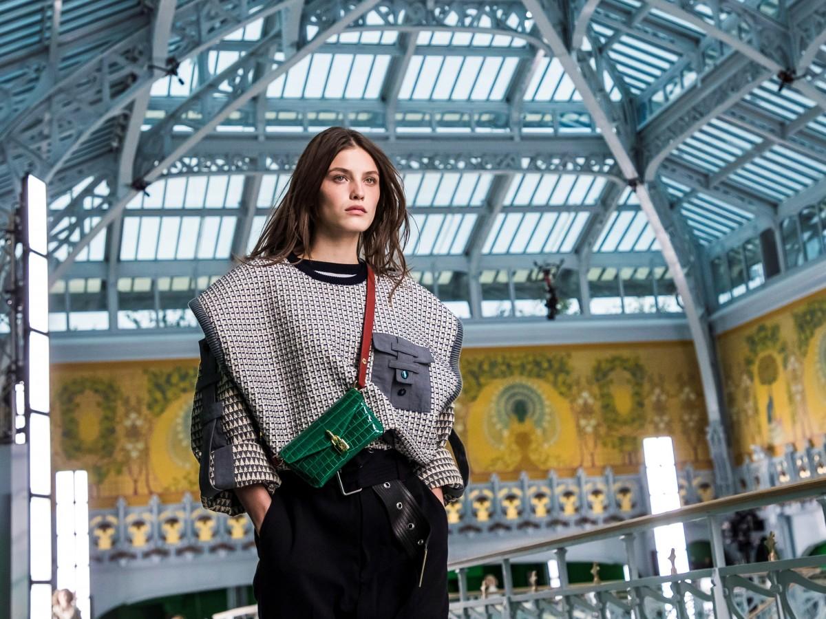 El futurismo ochentoso de Vuitton cierra la pasarela parisina en plena pandemia