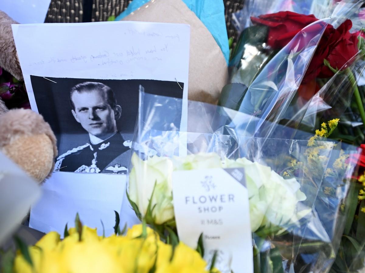 """La muerte del duque de Edimburgo deja un """"enorme vacío"""" para Elizabeth II, según el príncipe Andrew"""