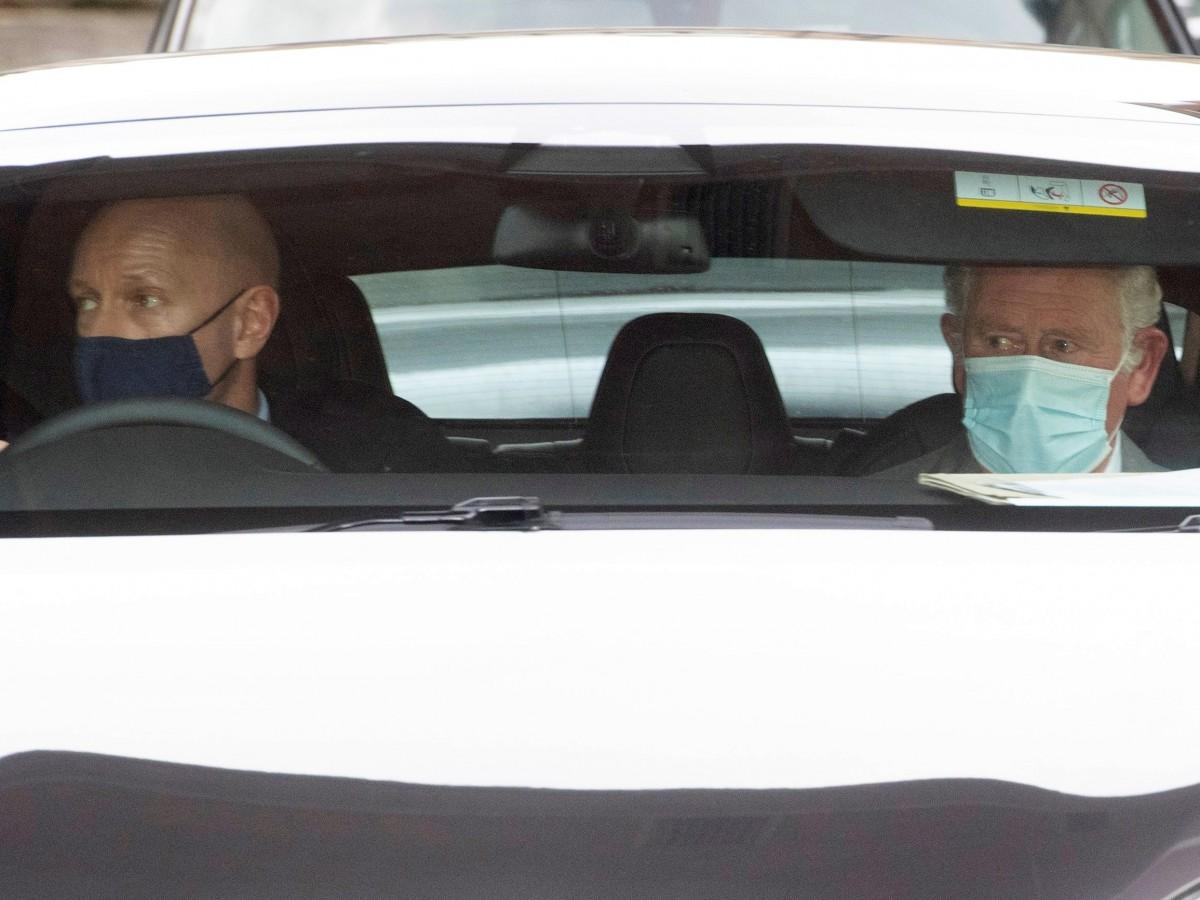 El príncipe Charles visita a su padre en el hospital