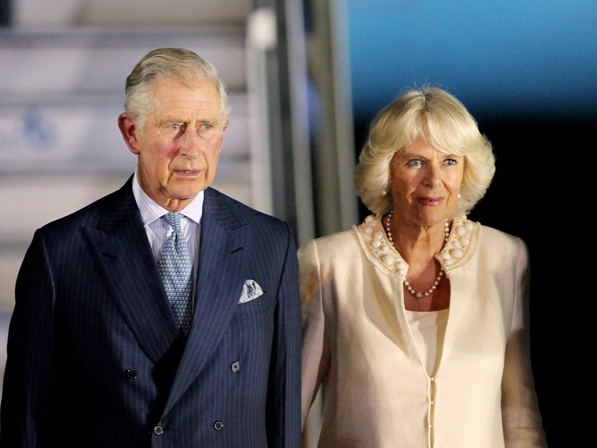 El príncipe Charles y Camilla fueron vacunados contra el COVID-19