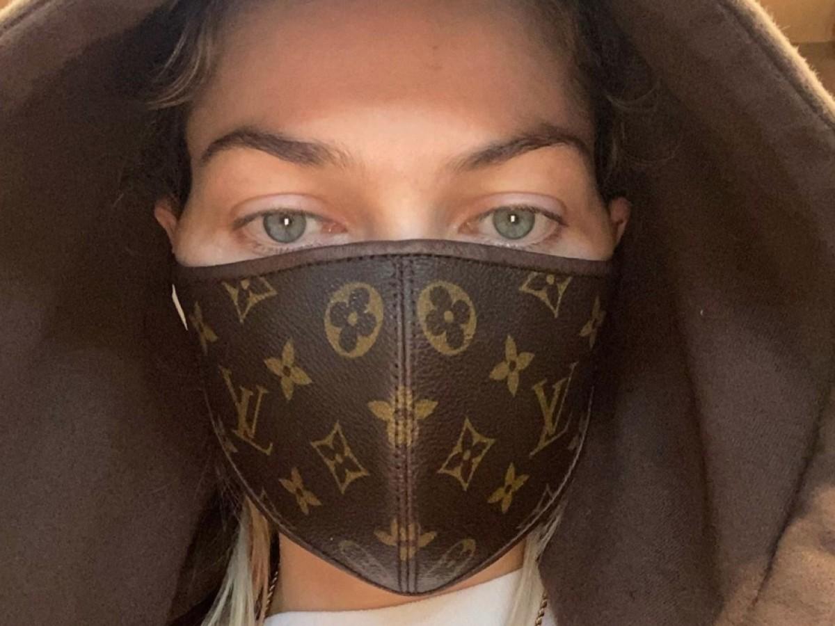 Las mascarillas continúan ganando terreno en la industria de la moda