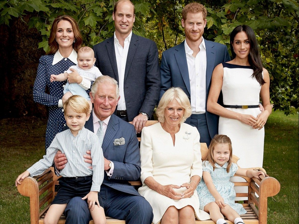 """""""Una absoluta pesadilla"""": la verdad detrás de la tierna foto familiar del príncipe Charles"""