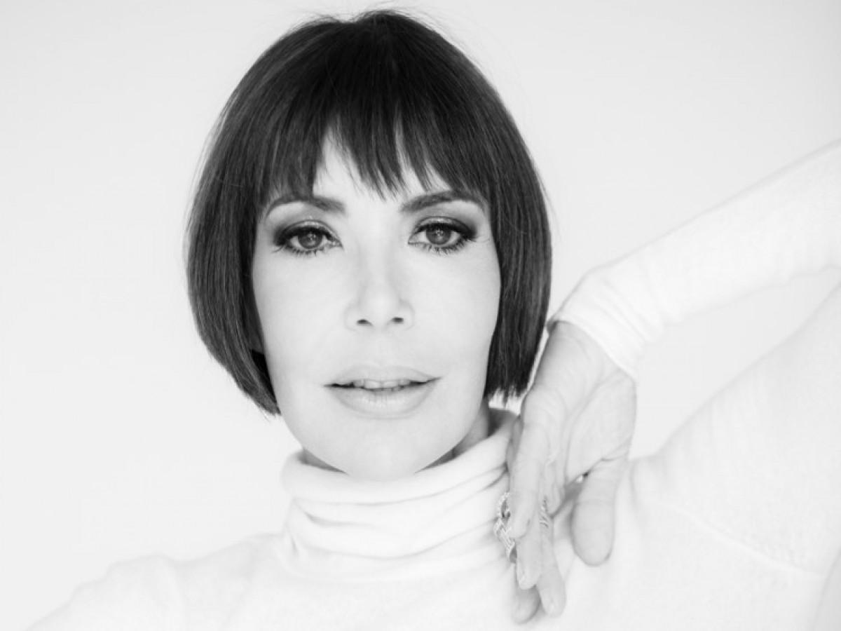 La veterana modelo Caridad Fernández presenta su libro