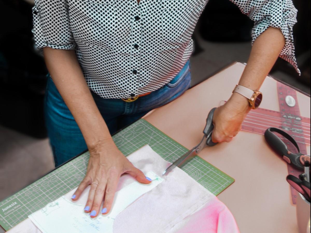 Diseñadora puertorriqueña ofrece clases de costura gratis