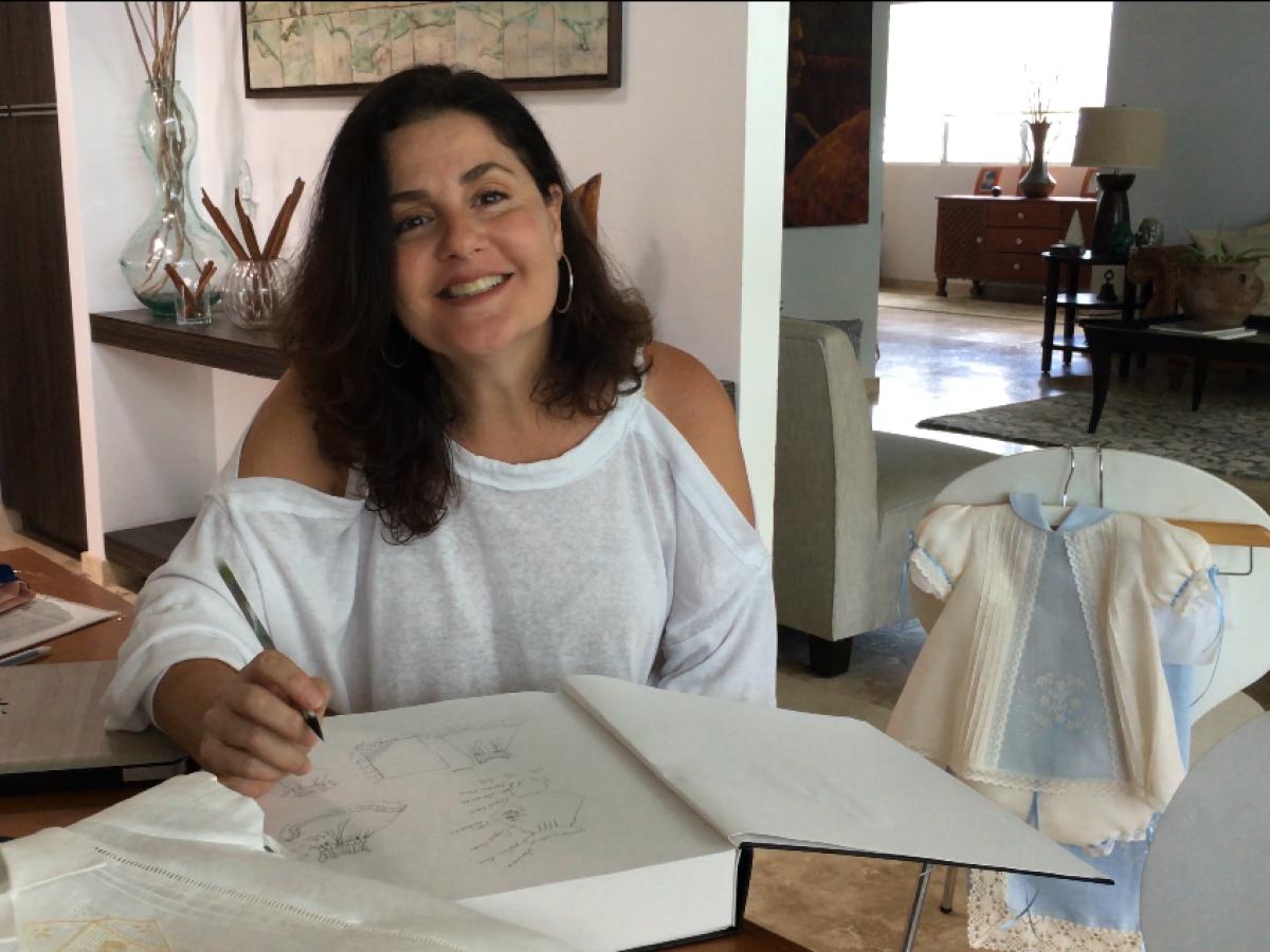 Diseñadora puertorriqueña sigue atendiendo la demanda de ropa para recién nacidos
