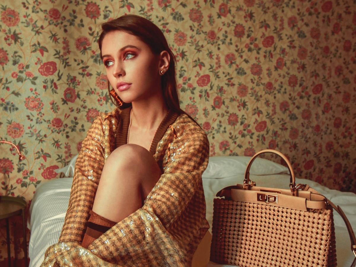 Iris Law, hija del actor Jude Law, se destaca como modelo