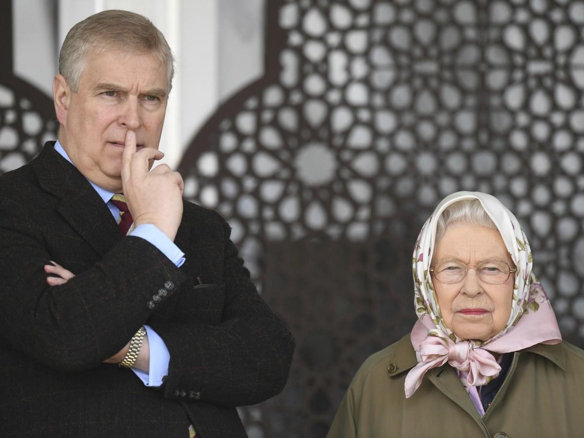 Elizabeth II paga millones de su fortuna para defender a su hijo