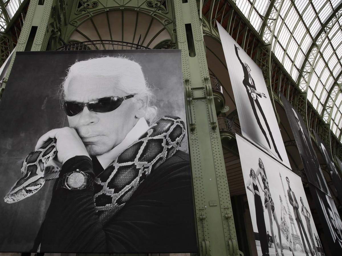 París dice adiós a Lagerfeld sin llantos y con champán