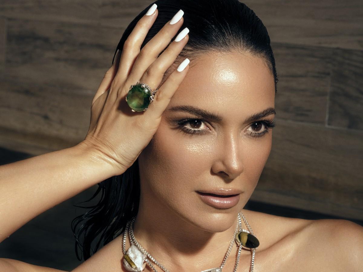 Denise Quiñones es la imagen de la exclusiva colección de joyería de Stephen Dweck