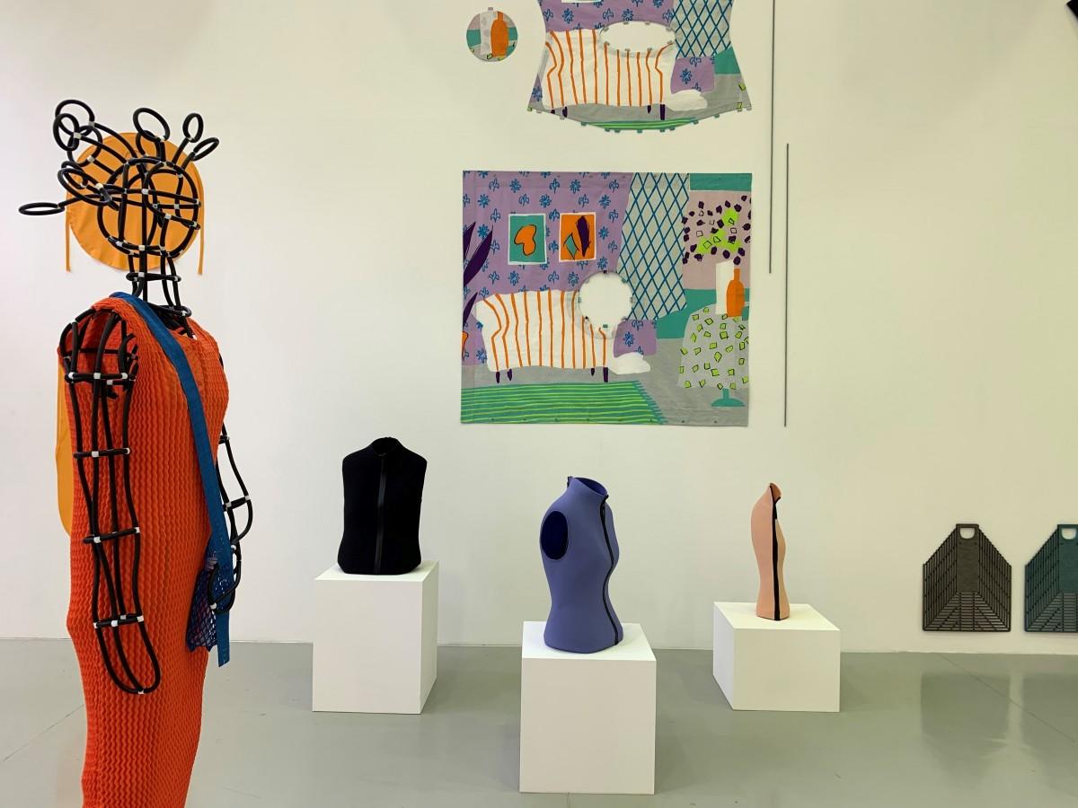 """La moda """"poscovid"""" en París es más simple, más artística y deportiva"""