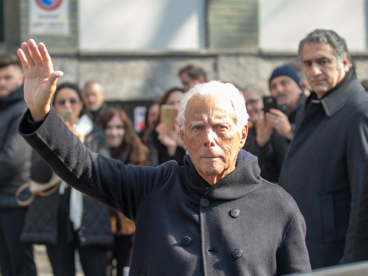 Armani defiende una moda sin tendencias en Milán