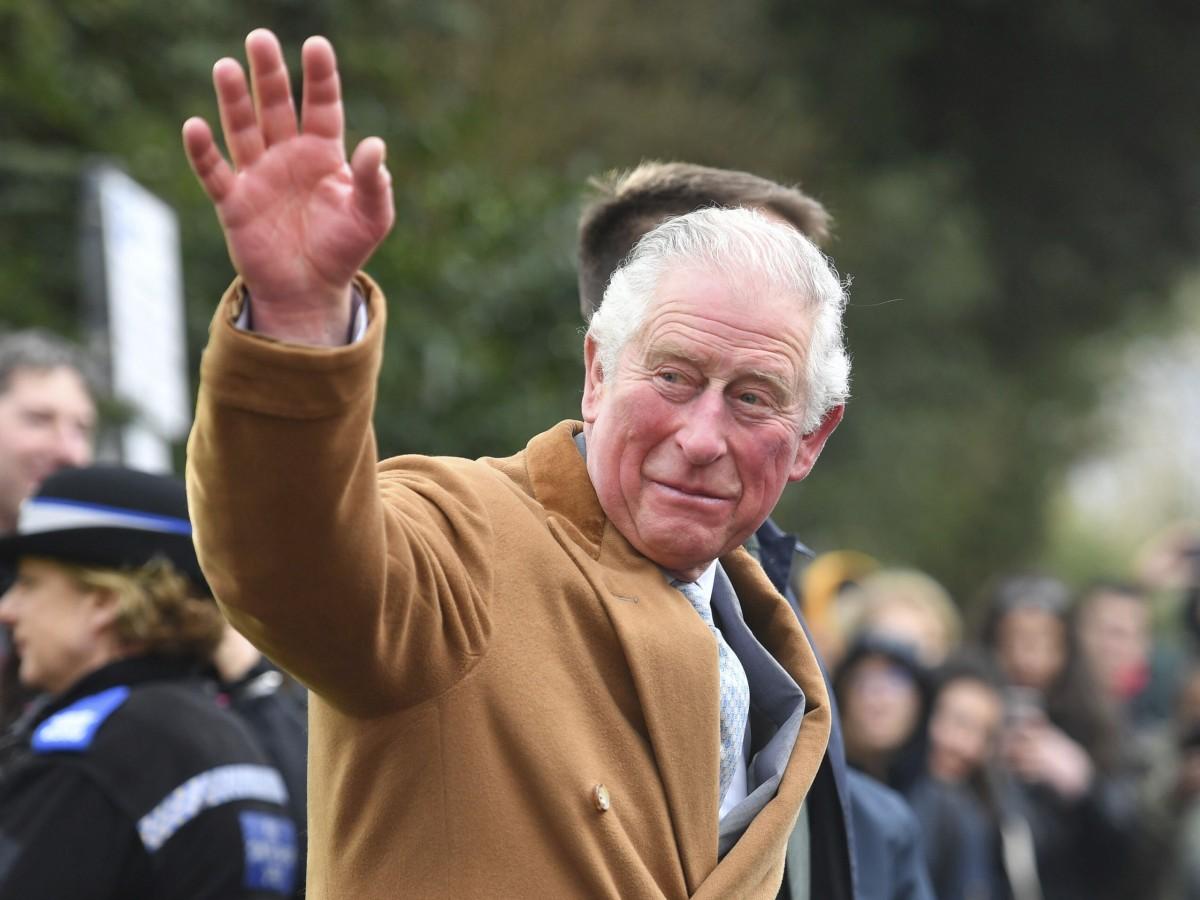 Escándalo: renuncia director de fundación de príncipe Charles
