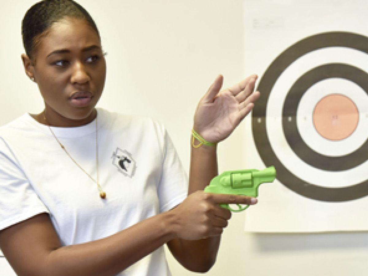 Mujeres negras compran armas para defenderse en Estados Unidos