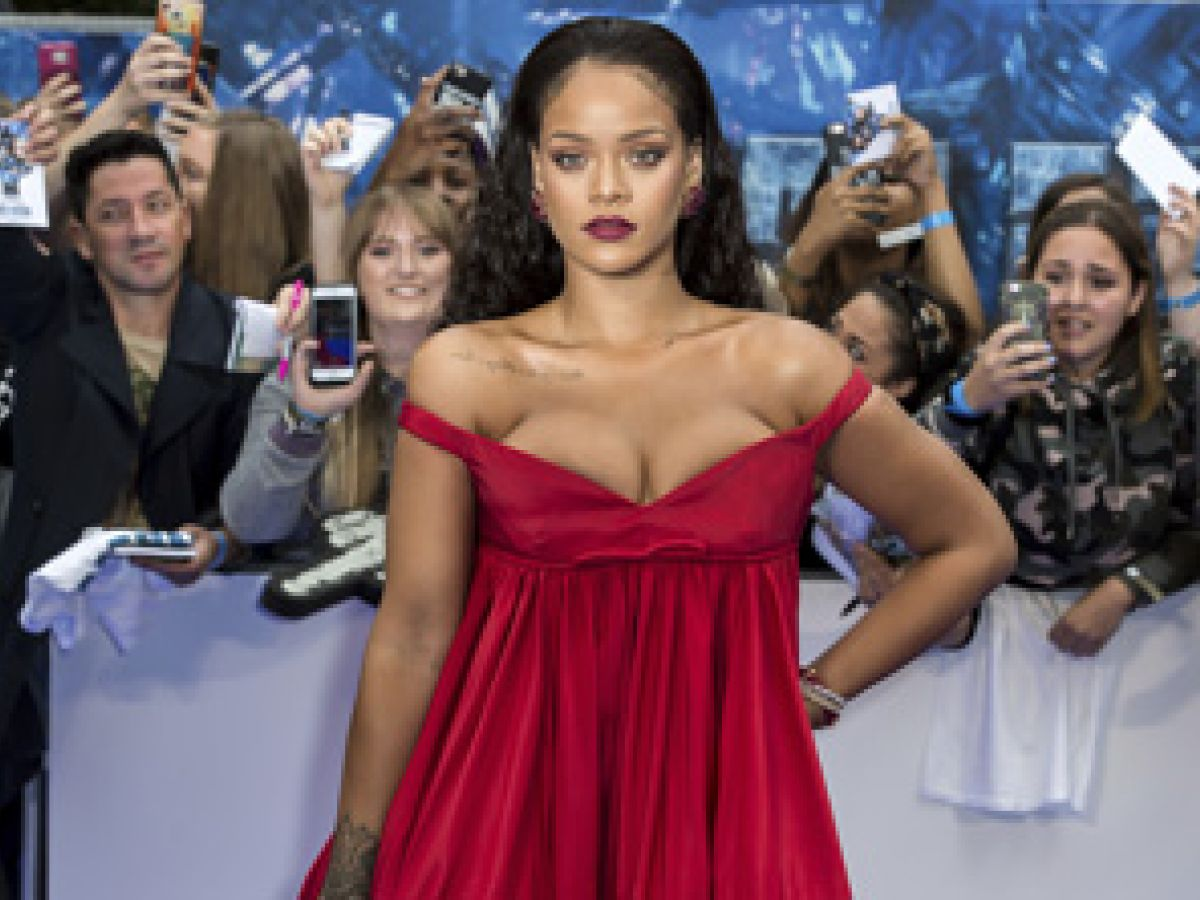 Rihanna lanza su marca de cosméticos