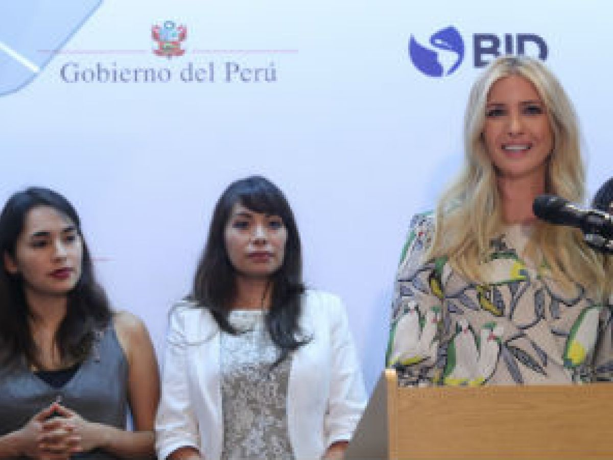Ivanka Trump presenta un programa para empoderar a las latinas
