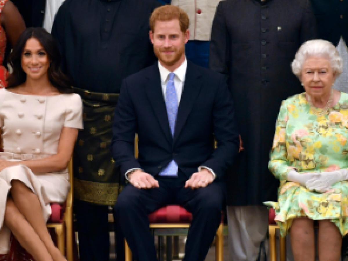 La duquesa de Sussex olvida el protocolo en un acto público con la reina