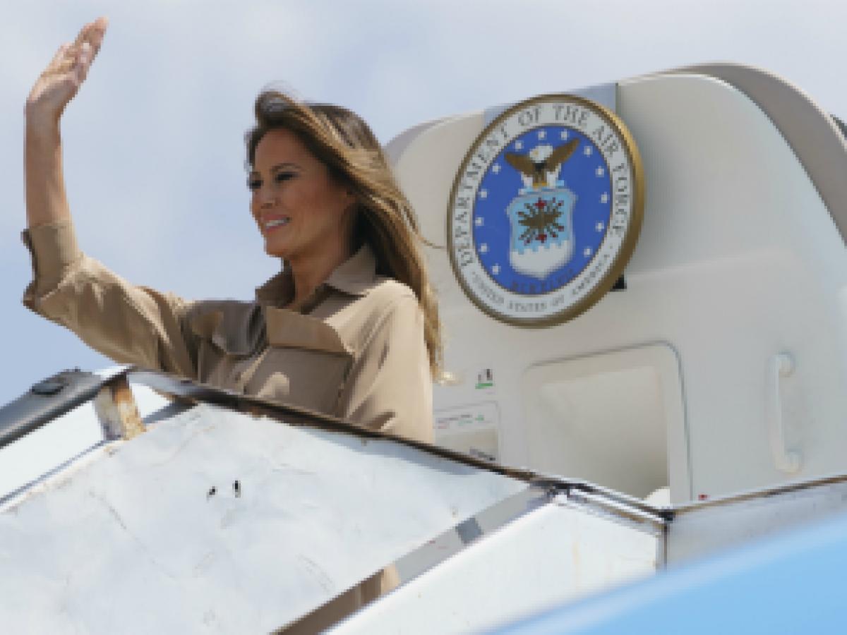 Melania Trump hace su segunda parada en África con gestos de bondad