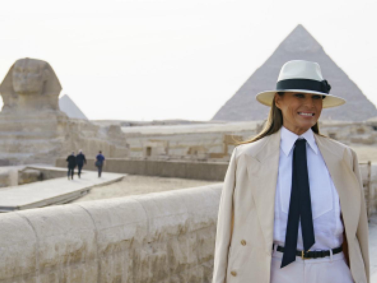 Melania se despide de África con una visita a las pirámides de Egipto
