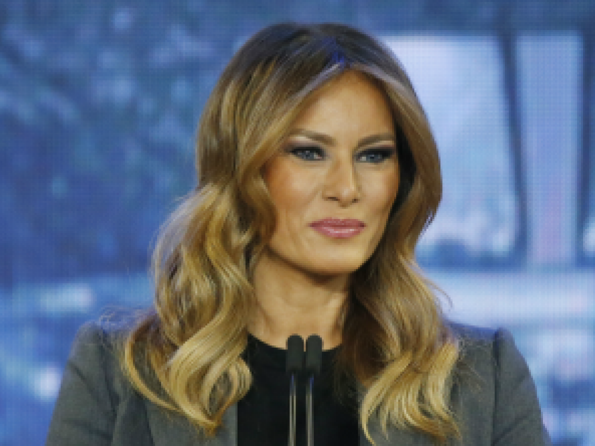 """The Telegraph"" pide disculpas e indemniza a Melania Trump"