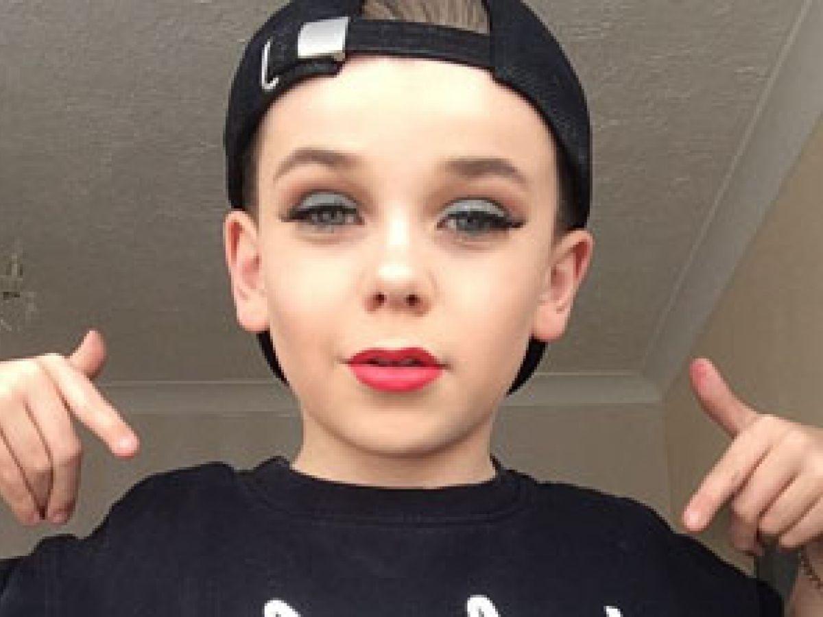 Un niño de 10 años es la nueva sensación en redes con sus tutoriales de maquillaje