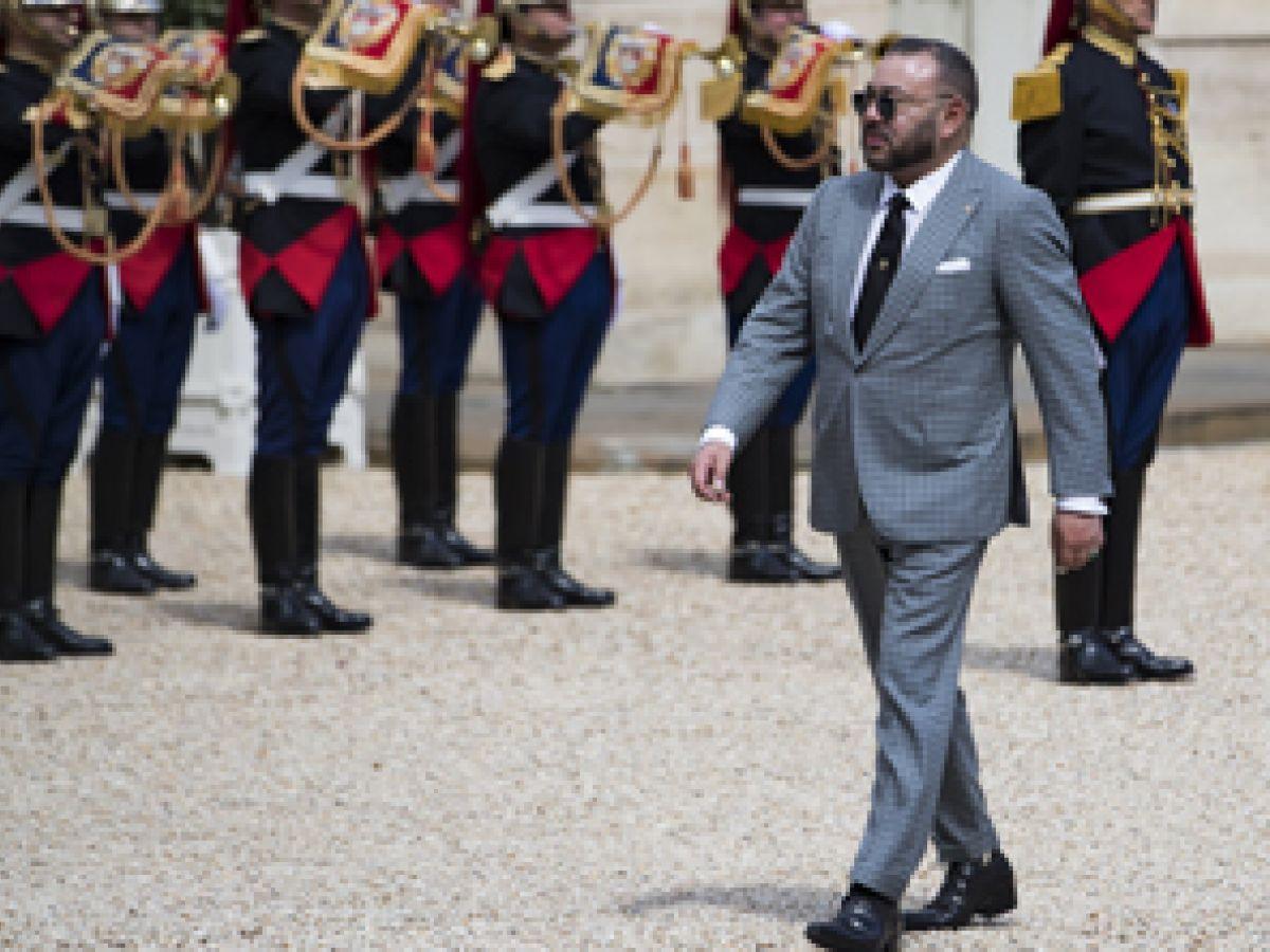 Rey de Marruecos pidió que dejaran de besarle la mano
